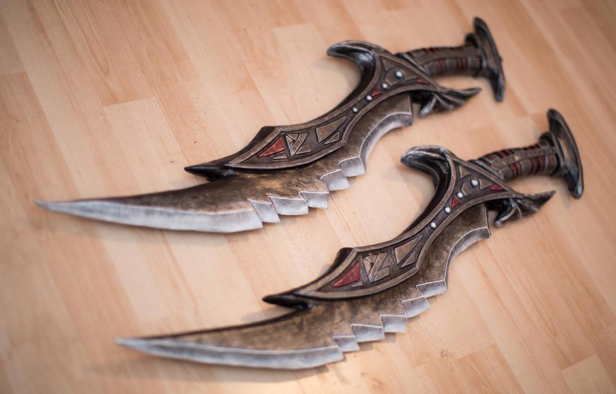 Kamui-Cosplay-Props-Daedric-Daggers-Swords-Skyrim-Costume