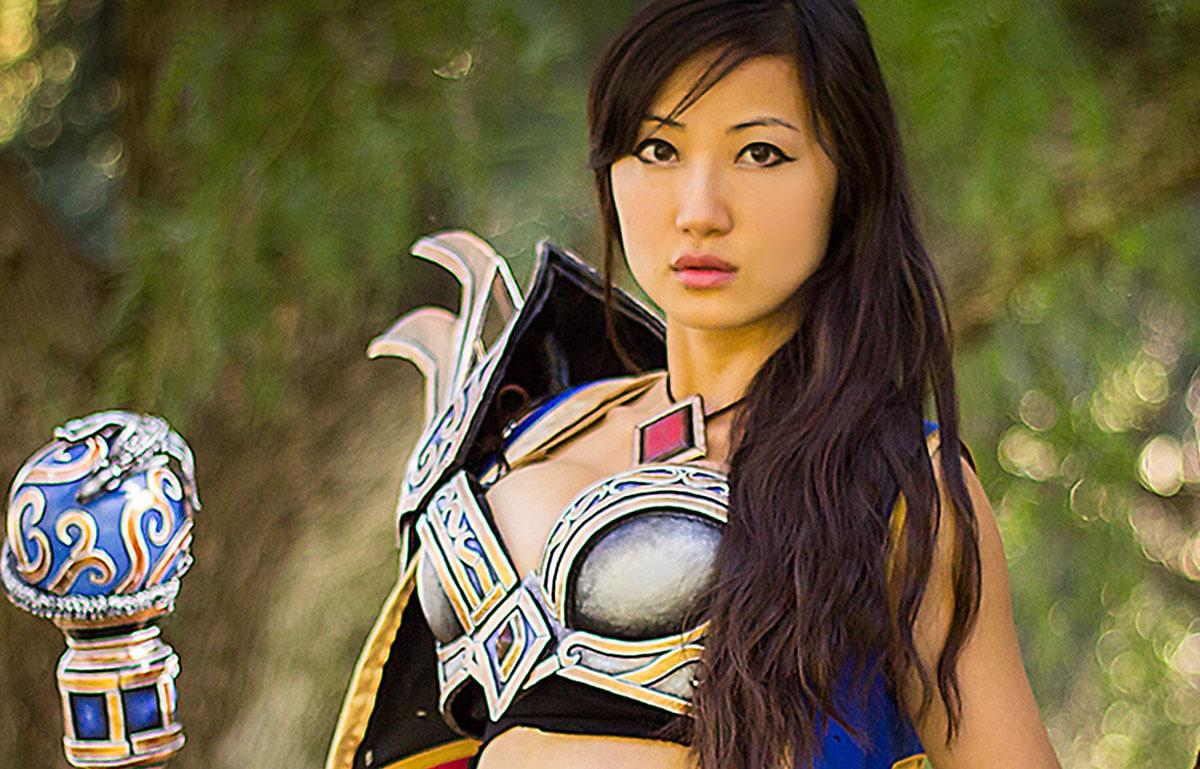 Kamui-Cosplay-Wizard-Diablo-3-Costume
