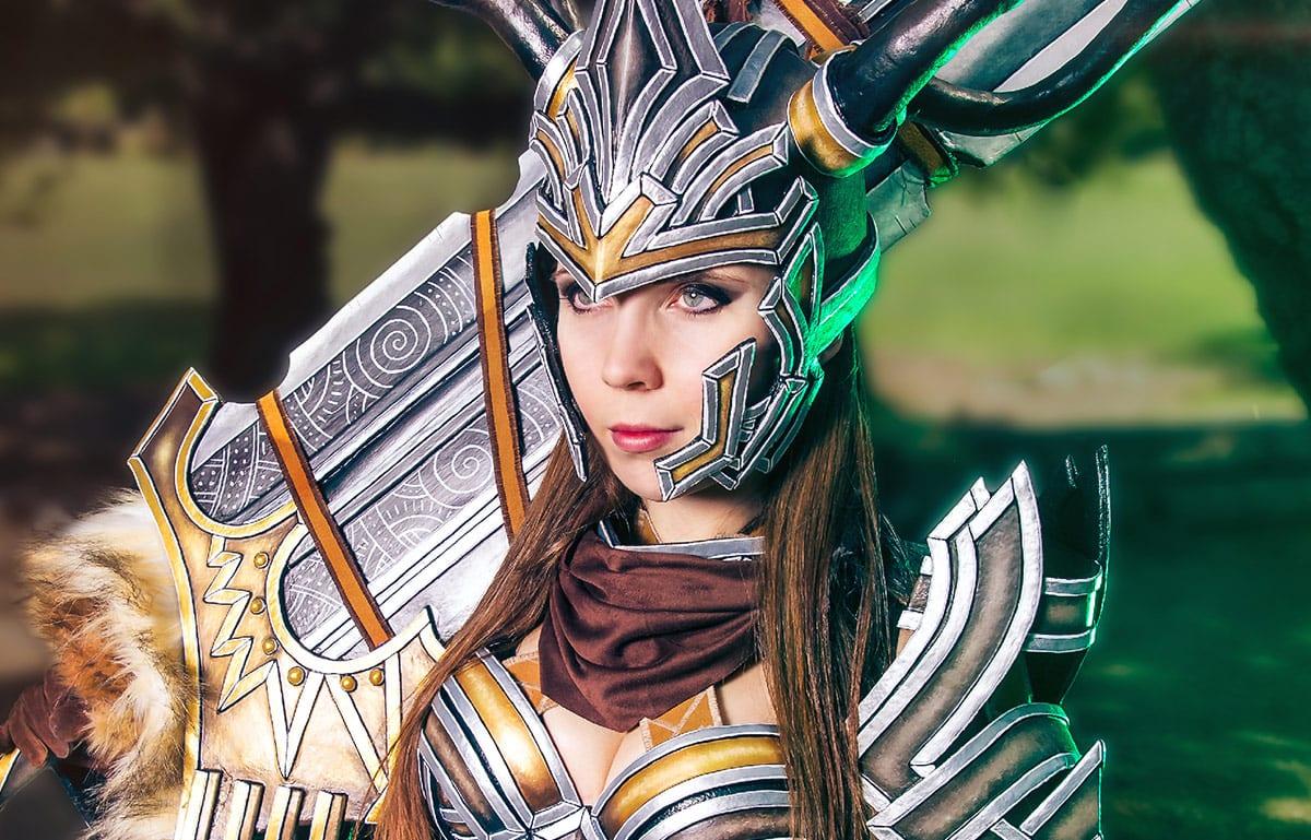 Kamui-Cosplay-Norn-Warrior-Guild-Wars2-Costume-Armor