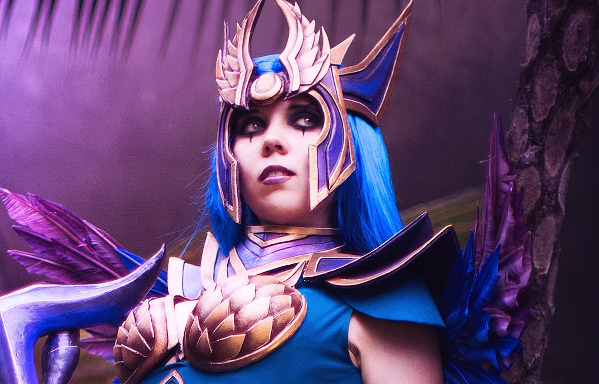 Kamui-Cosplay-Diana-Dark-Valkyrie-League-of-Legends