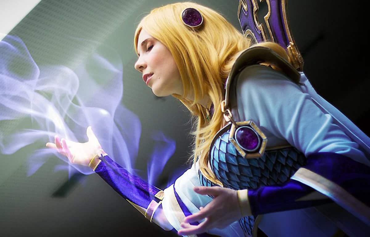 Kamui-Cosplay-Aegwynn-Costume-World-of-Warcraft